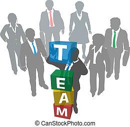 La gente de negocios construye el equipo de la empresa