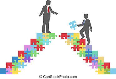 La gente de negocios se une al puente del rompecabezas