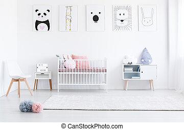 La habitación de la chica con almohadas rosas