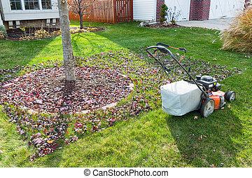 La hierba embolsa en otoño en el vecindario