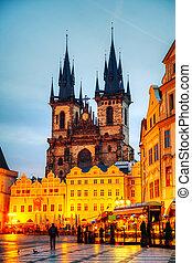 La iglesia de nuestra dama antes de que la atendieran en Praga