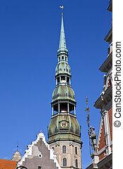 La iglesia de St. Peter en riga