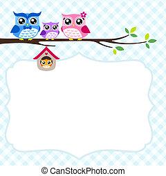 La invitación de primavera de la familia Owl