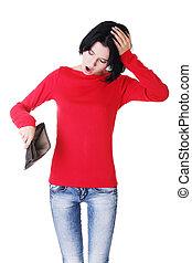 La joven muestra su billetera vacía.