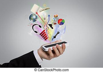 La mano sujeta un teléfono móvil