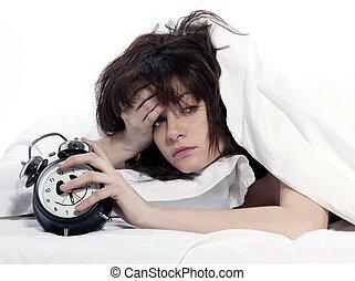 La mujer en la cama despierta