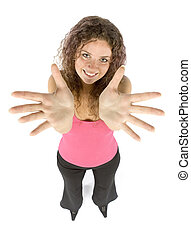 La mujer muestra las manos