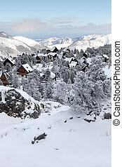 La nieve cubrió el pueblo
