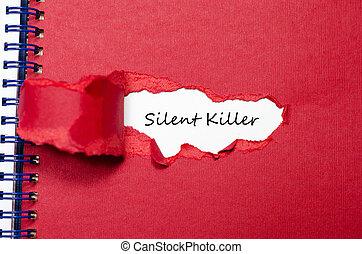 La palabra asesino silencioso que aparece detrás de papel rasgado