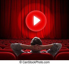 La pantalla de cine en línea con cortina roja y el botón de los medios en el centro