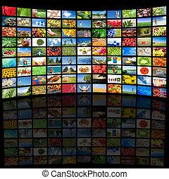 La pantalla Tv muestra fotos, todas las imágenes usadas son mi propiedad