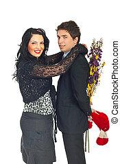La pareja feliz celebra el día de San Valentín