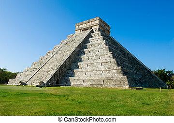 La pirámide maya chichen itza, México