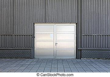 La puerta del almacén