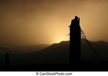 La puesta de sol de alambre de púas
