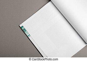 La revista Blank Brochure aislada en gris para reemplazar tu diseño