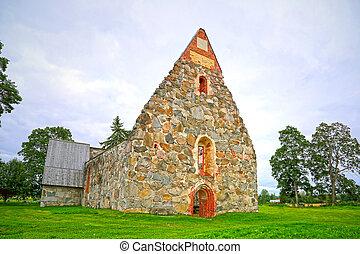La ruina de la vieja iglesia de piedra palkane, Finlandia