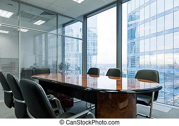 La sala de reuniones moderna en la oficina