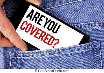 La señal de texto muestra tu pregunta cubierta. Foto conceptual seguro de salud recuperación de desastre escrito en el teléfono móvil sostenido por el hombre en el fondo de Blue Jeans.