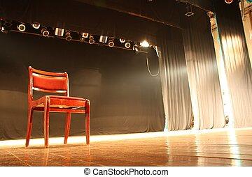 La silla en el escenario del teatro vacío