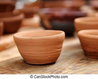 La tabla tradicional del estudio de cerámica