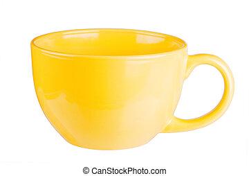 La taza amarilla está vacía para café o té aislado en blanco