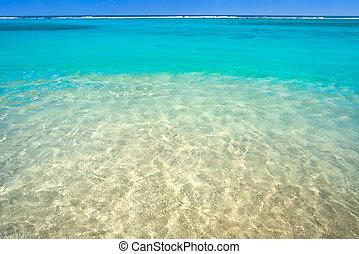 La textura de agua de la playa turquesa del Caribe