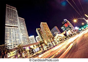 La tira de Las Vegas por la noche