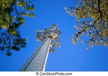 La torre de teléfonos celulares baja