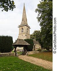 La vieja iglesia del distrito de Inglaterra