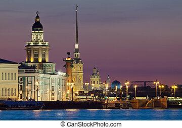 La vista íconica de las noches blancas de San Petersburgo
