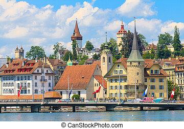 La vista de la ciudad de Lucerne con River Reuss, Suiza