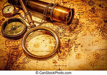 La vitrina de cristal está en un mapa del mundo antiguo