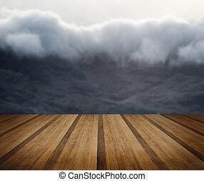 Landscape anciano de la inversión de nubes de consito en el distrito del lago