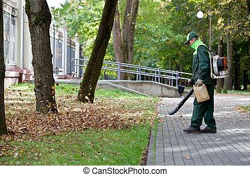 Landscaper operando hojas de gas