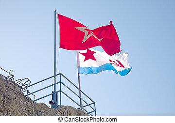 Las banderas sobre la batería