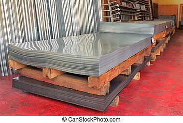 Las bobinas de acero frío en el almacén