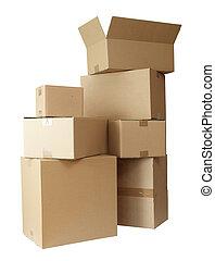 Las cajas de cartón amontonan el paquete