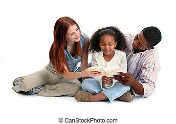 Las lecturas familiares interraciales juntas
