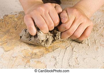 Las manos de un alfarero