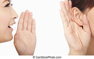 Las mujeres hablan y escuchan chismes