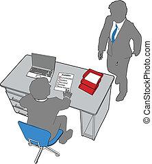 Las personas de negocios evalúan los recursos humanos