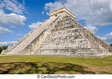 Las ruinas antiguas de Chichen Itza en México son un destino turístico popular