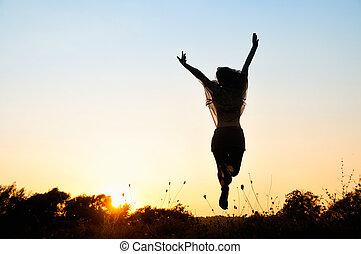 Libertad, hermosa chica saltando