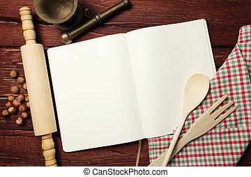 Libro de recetas en blanco en la mesa de madera