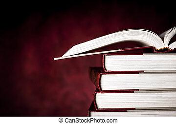 Libros antiguos sobre antecedentes de grunge roja