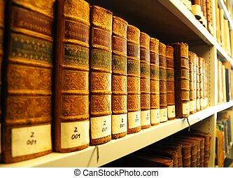 Libros viejos en la biblioteca