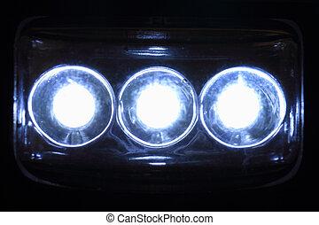 Lideraba luces en la noche