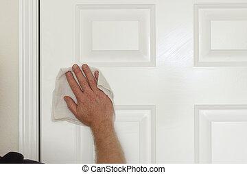 Limpiando una puerta