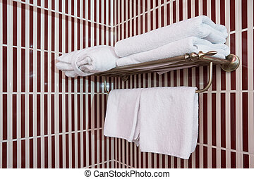limpio, preparado, blanco, uso, toallas, percha
